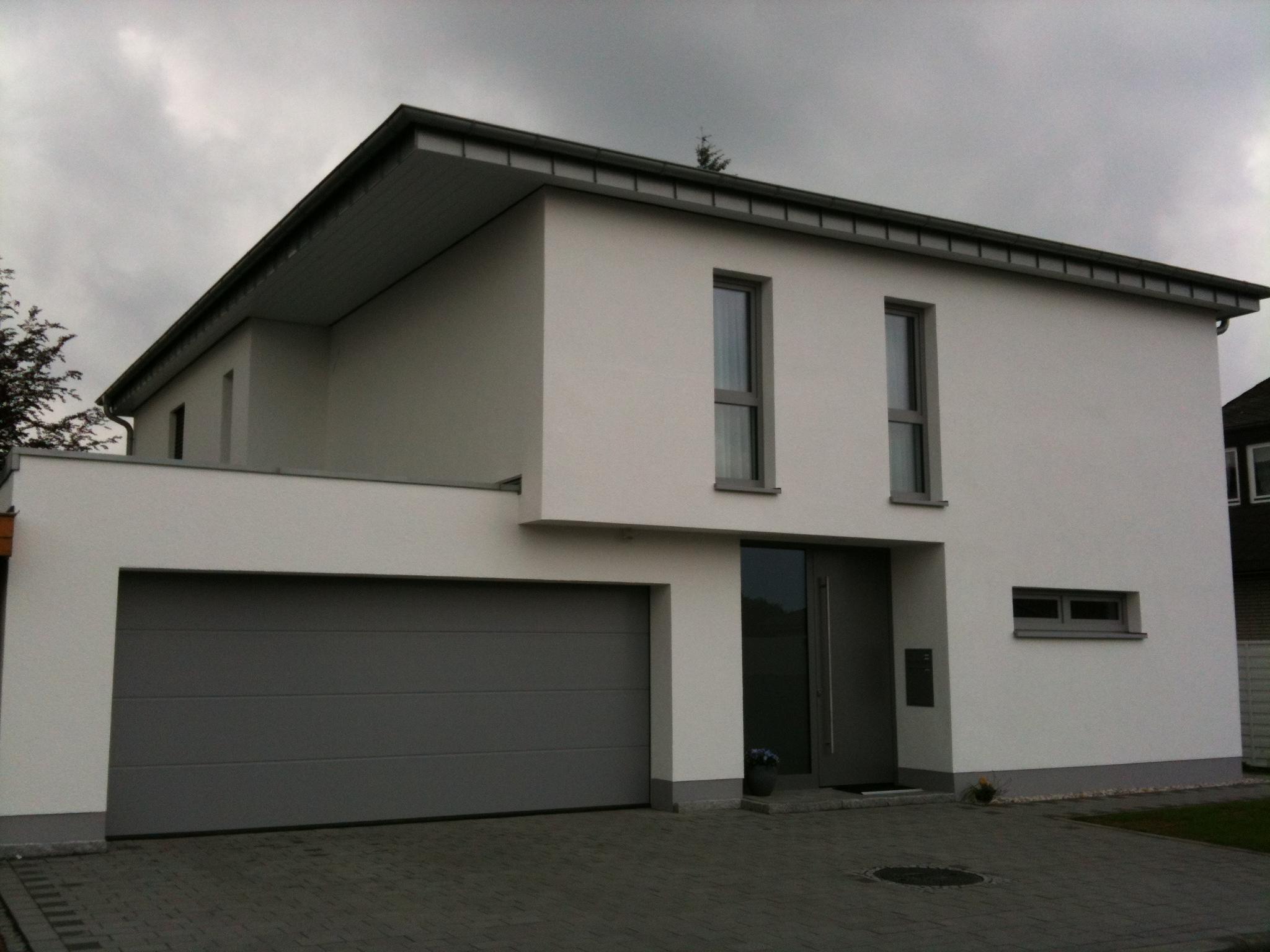 Wohnhaus Flachdach Bitumen und Stehflazblende