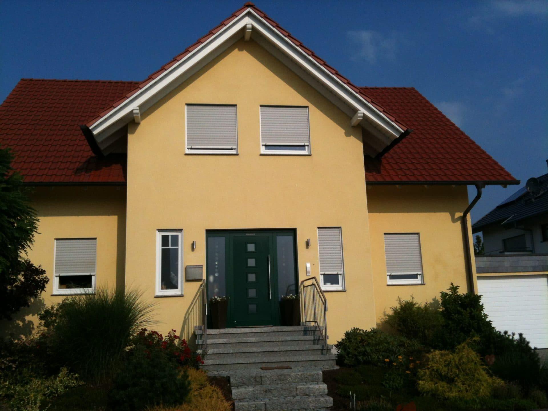 Wohnhaus mit Tonziegel und Kupferrinne
